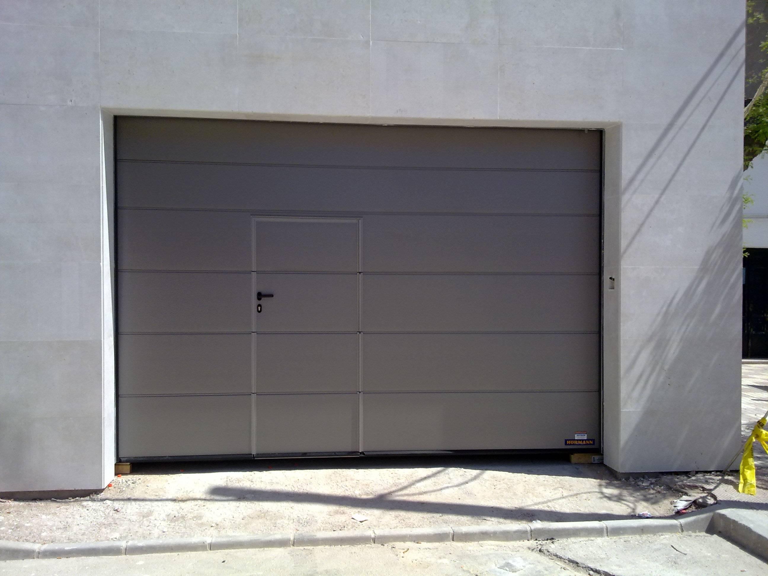 Instalaci n puertas de garaje en valencia sant salvador - Portones de garaje ...