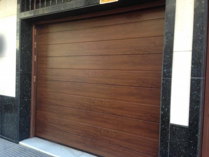 Montaje puertas de garaje en valencia santiago salvador - Montaje de puertas ...