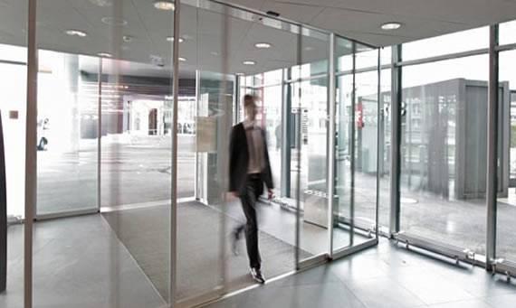 Noticias santiago salvador for Puertas automaticas cristal