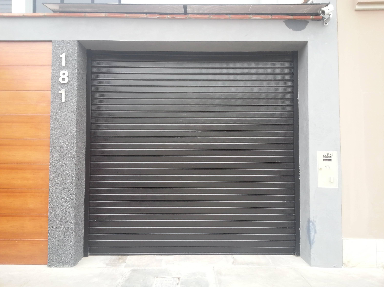 Puertas de garaje enrrollables valencia santiago salvador for Puertas automaticas garaje