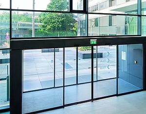 Instalación de puertas automáticas de cristal